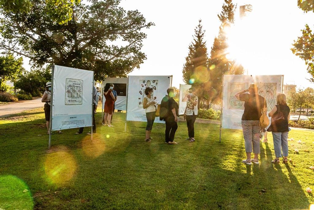 """תערוכת """"דלת אמות"""" בגלריה הפתוחה לאמנות בסביבת בפארק שקמה - צילום: אבי קקון"""